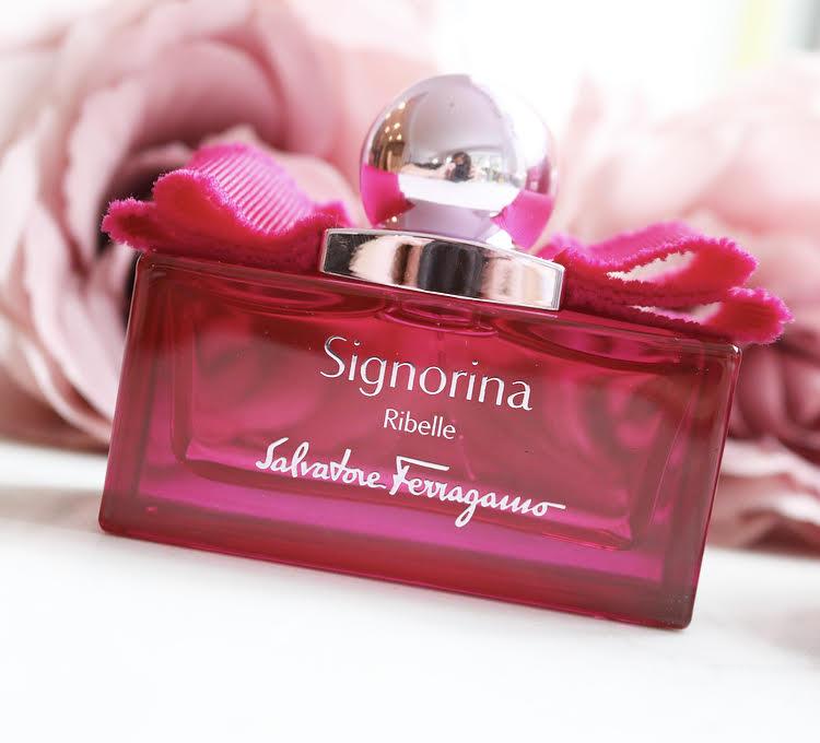 Sila Signorina Ribelle zaklyuchena v neotrazimom aromate.