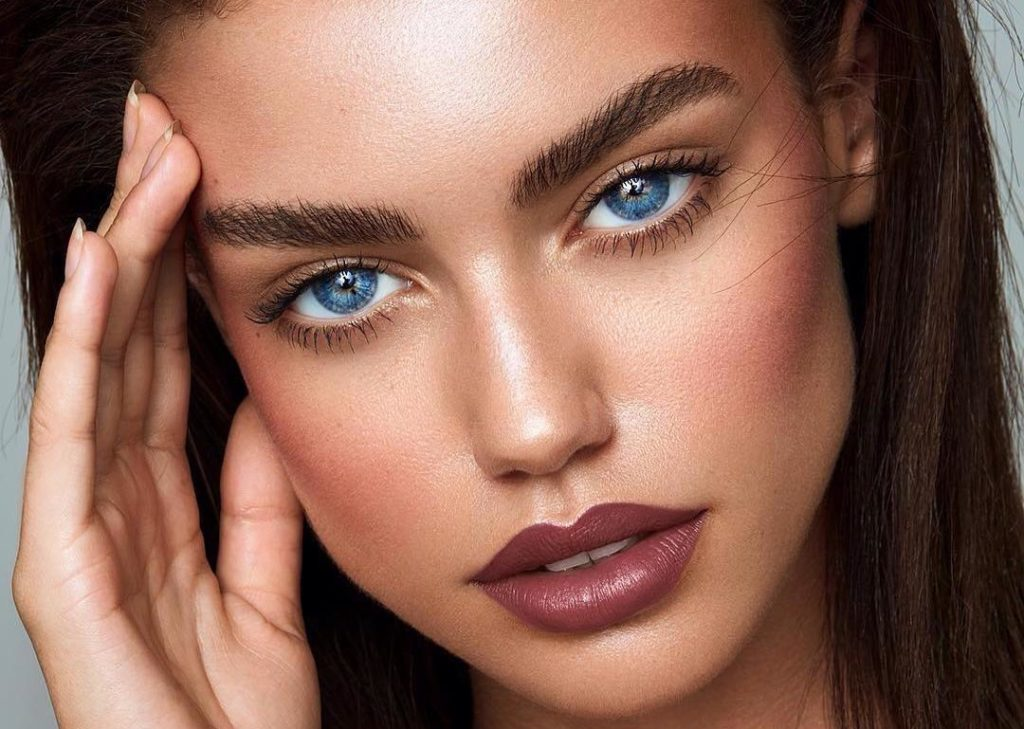 Естественный макияж для зеленых глаз.