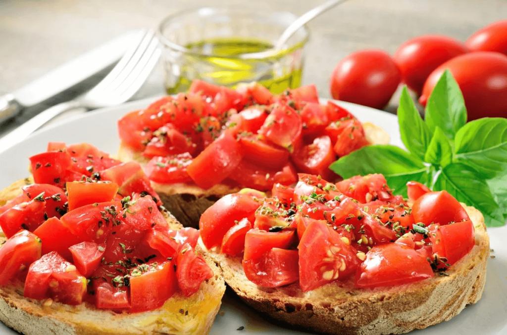 Brusketta s pomidorami i bazilikom