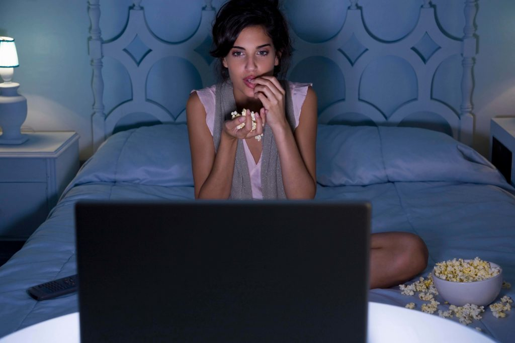 Просмотр фильмов и сериалов поможет приятно провести время дома