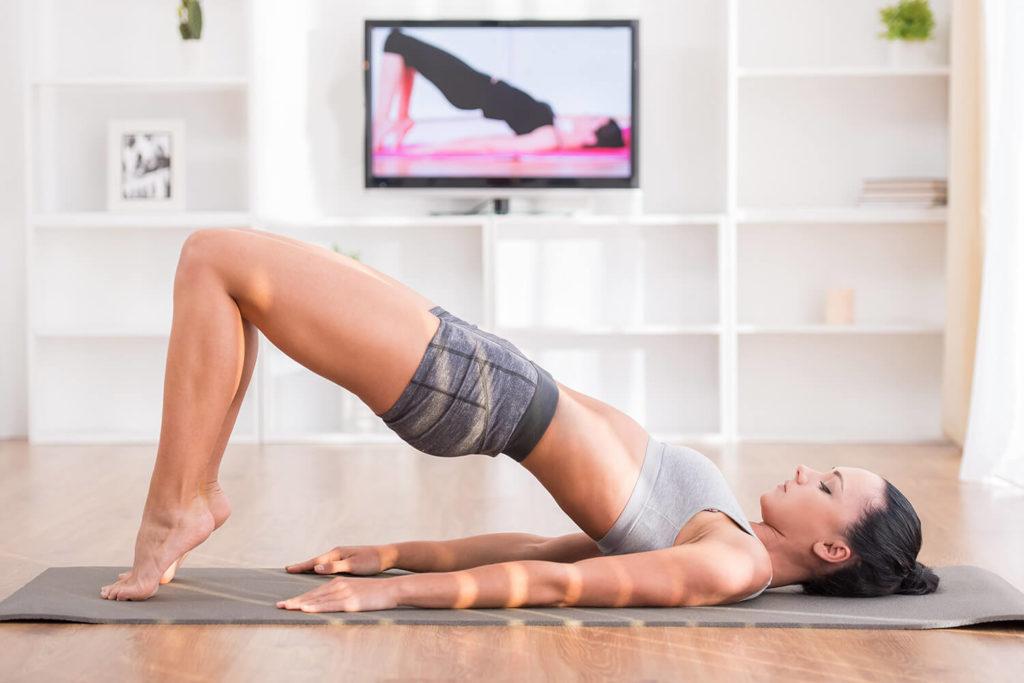 Займитесь спортом это поможет приятно провести время дома