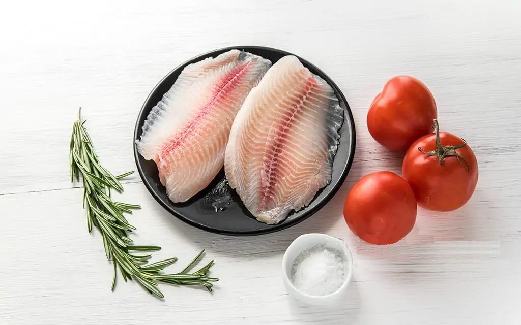 Нежнейшая рыба Тилапия с томатами и розмарином.1