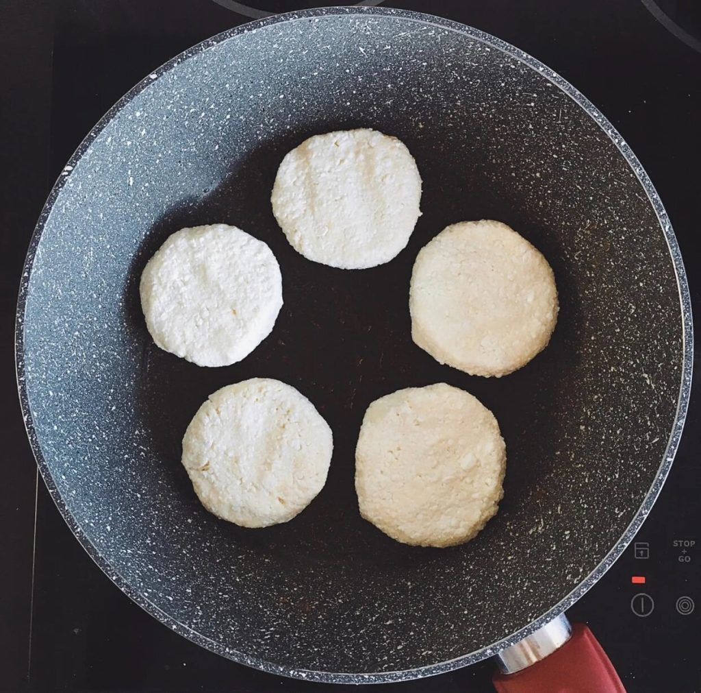 Нежные сырники из творога на завтрак.2