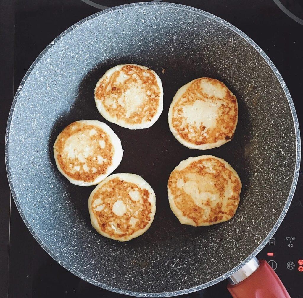Нежные сырники из творога на завтрак.6