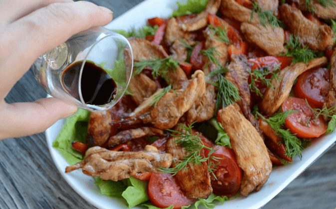 Пикантный тёплый салат с курицей.10