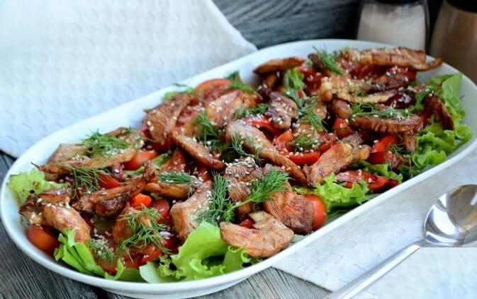 Пикантный тёплый салат с курицей.12