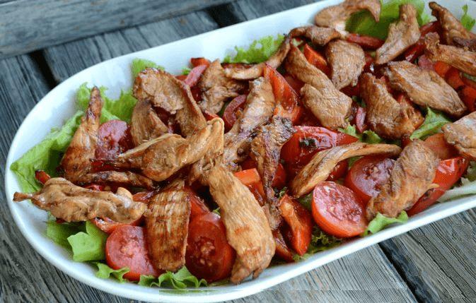 Пикантный тёплый салат с курицей.9