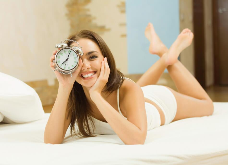 Утренняя зарядка в кровати видео тренировка.2