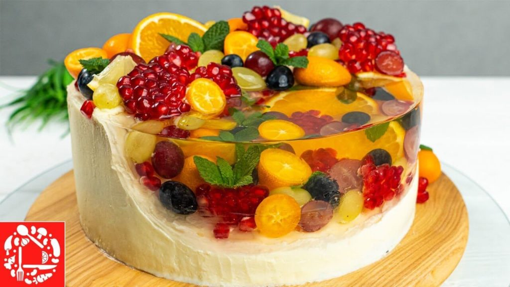 Необыкновенно красивый торт с фруктами в желе.1