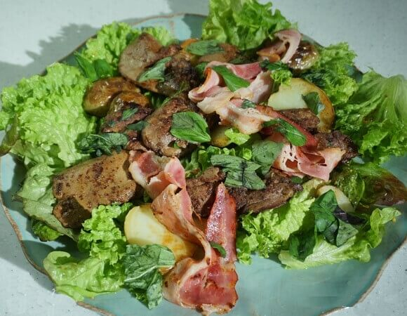 Сезонный свежий салат с утиной печенью.1