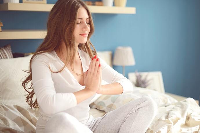 Утренняя йога в постели. Зарядись энергией на весь день1