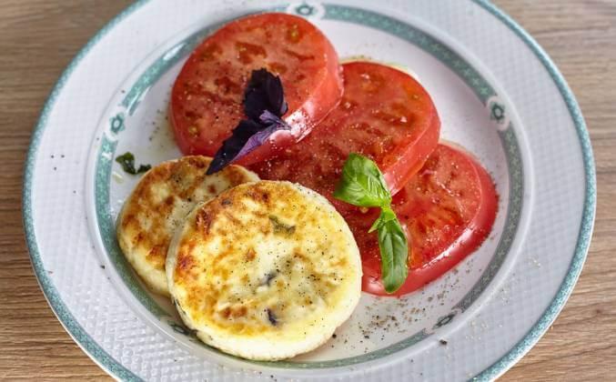 Несладкие сырники с базиликом и моцареллой.1