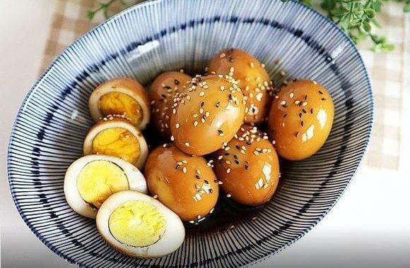 Азиатская закуска. Яйца в чесночно-соевом соусе.