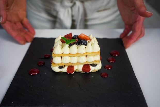 Французский десерт мильфей с манговым кремом.2