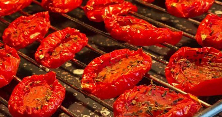 Ароматные вяленые томаты.