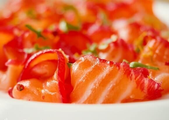 Скандинавская рыбная закуска Гравлакс из семги.